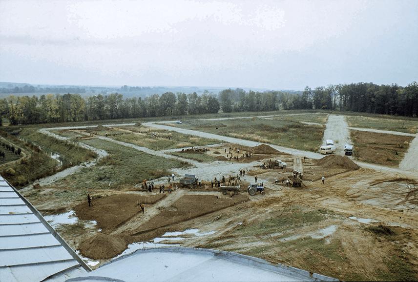 Celiņu veidošanas talka Rundāles pils parkā 1983.gadā.